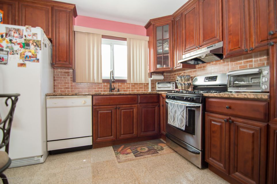 Single Family - Detached 417 Gansevoort Boulevard  Staten Island, NY 10314, MLS-1117668-8