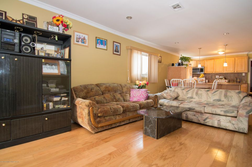 Single Family - Detached 417 Gansevoort Boulevard  Staten Island, NY 10314, MLS-1117668-17