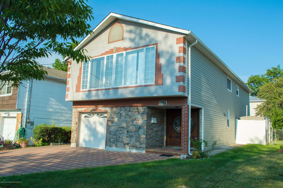 Single Family - Detached in Manor Heights - 417 Gansevoort Boulevard  Staten Island, NY 10314