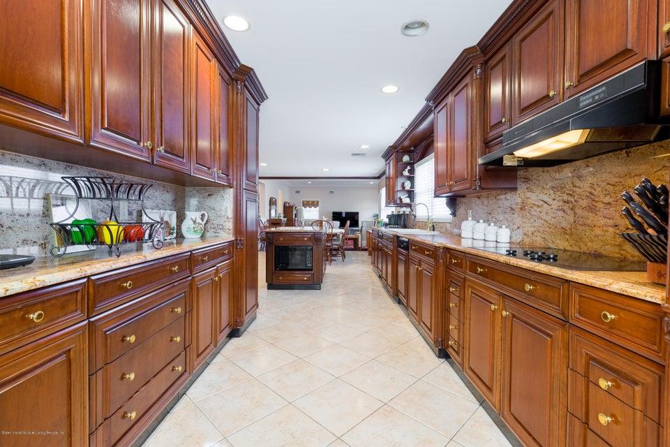 Single Family - Detached 48 Merrick Avenue  Staten Island, NY 10301, MLS-1117711-16