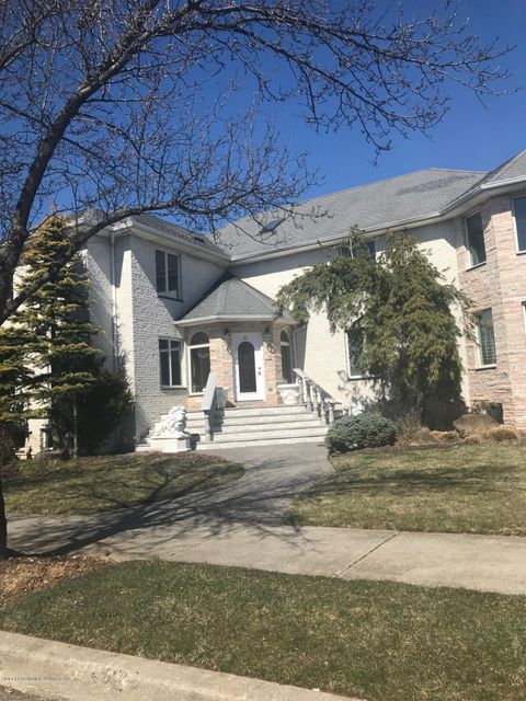 Two Family - Detached in Huguenot - 21 Alverson Loop  Staten Island, NY 10309