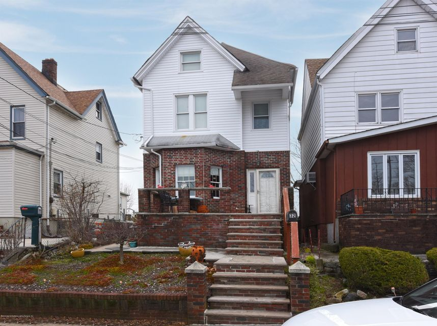 Two Family - Detached in Rosebank - 32 Wiman Place  Staten Island, NY 10305