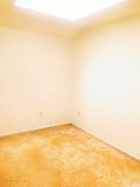 Additional photo for property listing at 55 Crestwater Court  Staten Island, New York 10305 United States