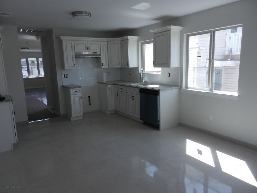 Single Family - Semi-Attached 14 Summerfield Place  Staten Island, NY 10303, MLS-1118065-3