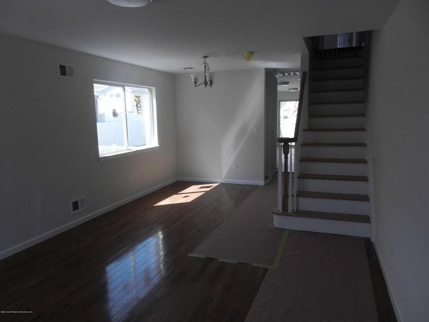 Single Family - Semi-Attached 14 Summerfield Place  Staten Island, NY 10303, MLS-1118065-2