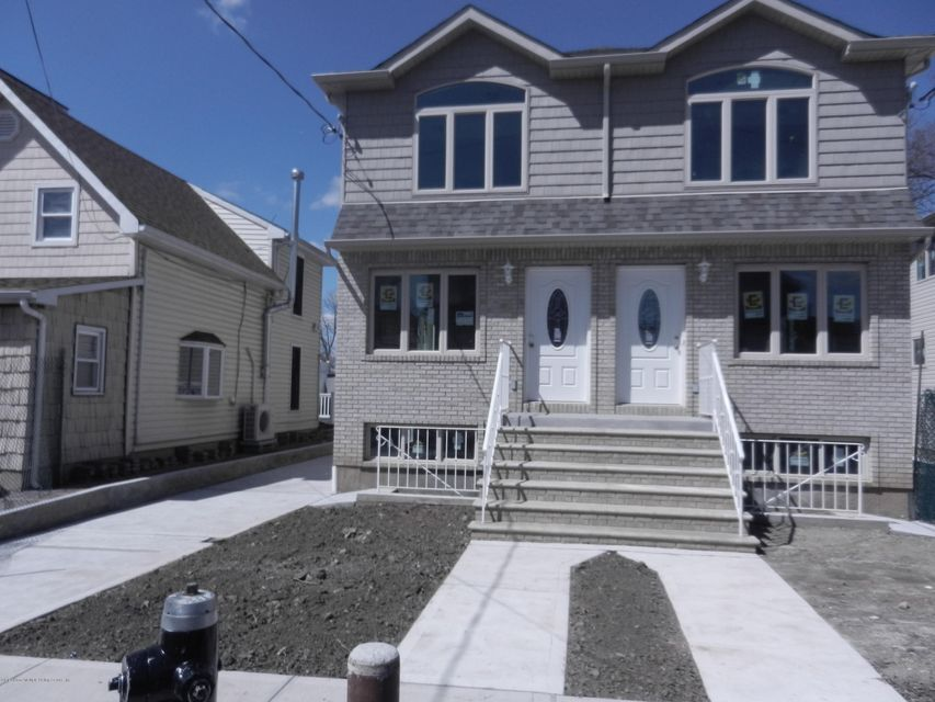 Single Family - Semi-Attached in Graniteville - 14 Summerfield Place  Staten Island, NY 10303