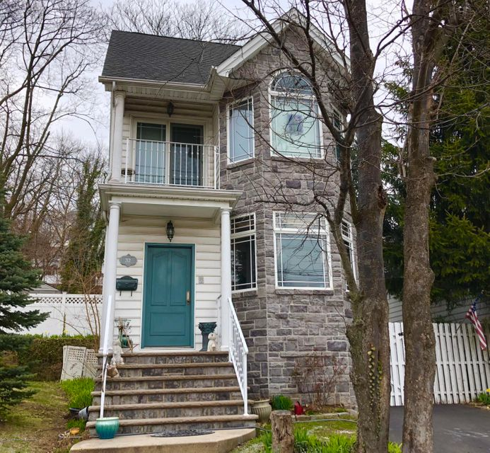 Single Family - Detached in Grymes Hill - 32 Starbuck Street  Staten Island, NY 10304