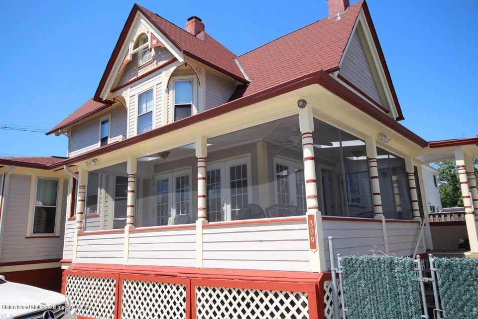 Single Family - Detached 309 Guyon Avenue  Staten Island, NY 10306, MLS-1118338-39