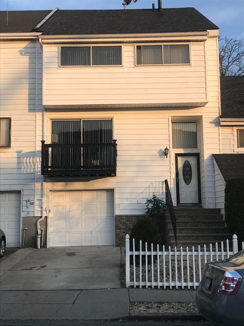 Single Family - Attached in Arden Heights - 170 Forest Green   Staten Island, NY 10312