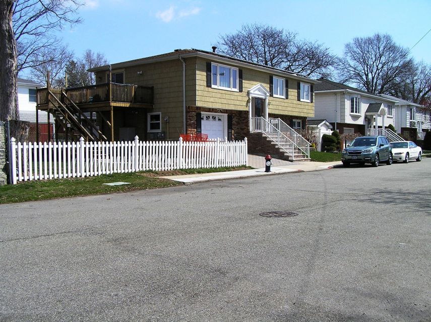 Single Family - Detached in Westerleigh - 479 Maine Avenue  Staten Island, NY 10314