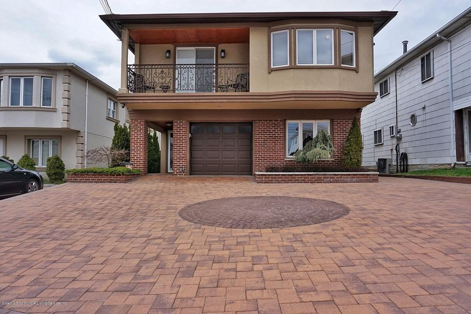 Two Family - Detached in New Springville - 39 Carpenter Avenue  Staten Island, NY 10314