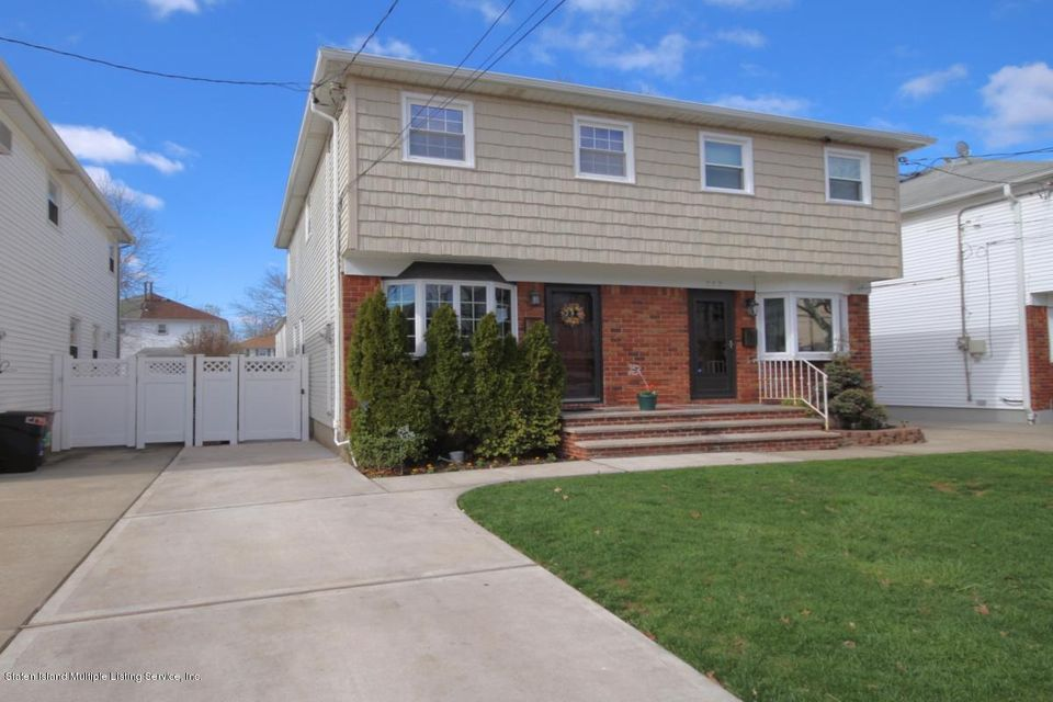 Single Family - Semi-Attached in Oakwood - 344 Fairbanks Avenue  Staten Island, NY 10306