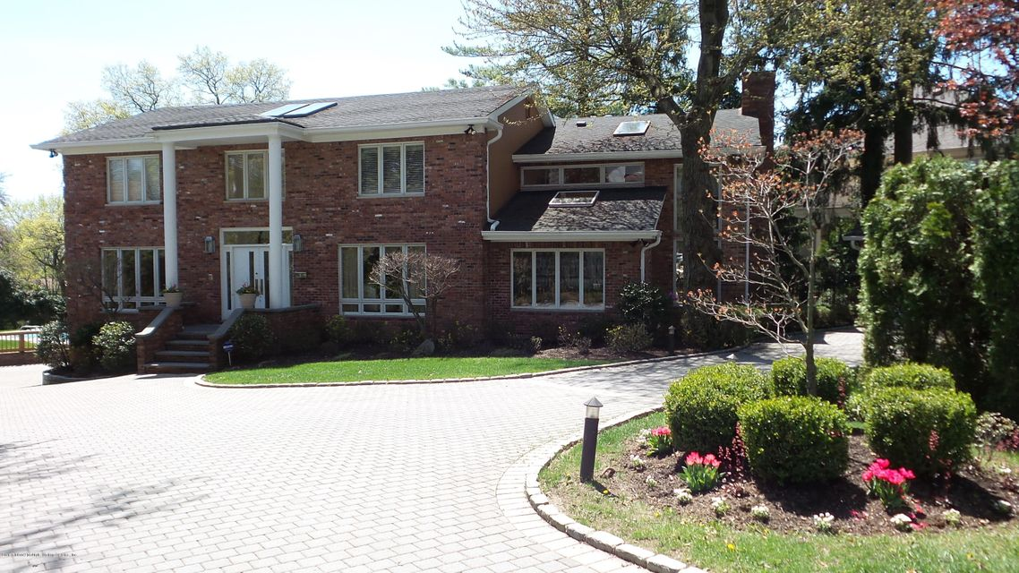 Single Family - Detached in Todt Hill - 106 St. James Place  Staten Island, NY 10304