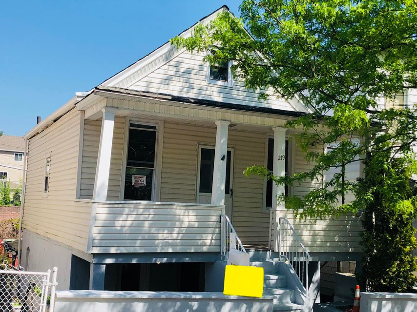Single Family - Detached 219 Chestnut Avenue  Staten Island, NY 10305, MLS-1115620-2