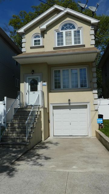 Single Family - Detached in Fort Wadsworth - 25 Summer Street  Staten Island, NY 10305