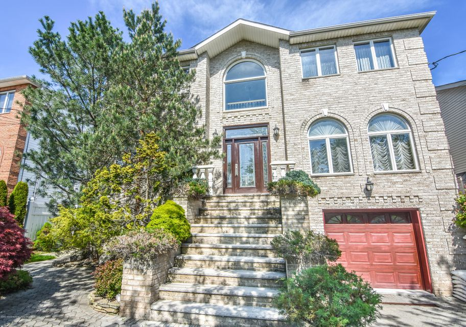 Two Family - Detached in Tottenville - 251 Swinnerton Street  Staten Island, NY 10307