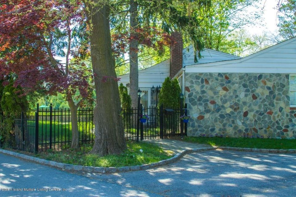 Single Family - Detached 105 East Loop Road  Staten Island, NY 10304, MLS-1117748-17