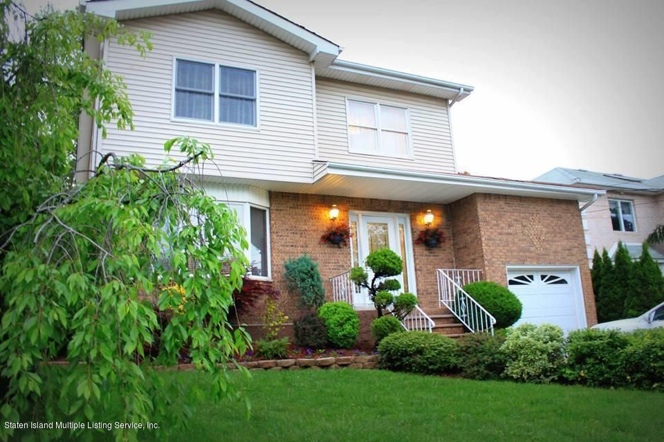 Single Family - Detached in S.E. Annadale - 33 Summit Place  Staten Island, NY 10312