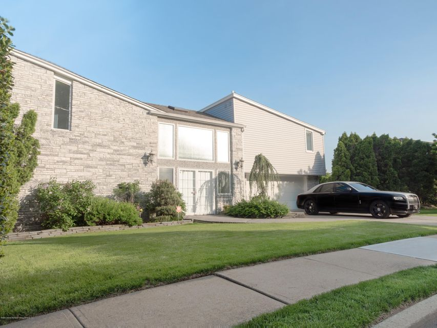 Single Family - Detached in Ward Hill - 84 Nixon Avenue  Staten Island, NY 10304