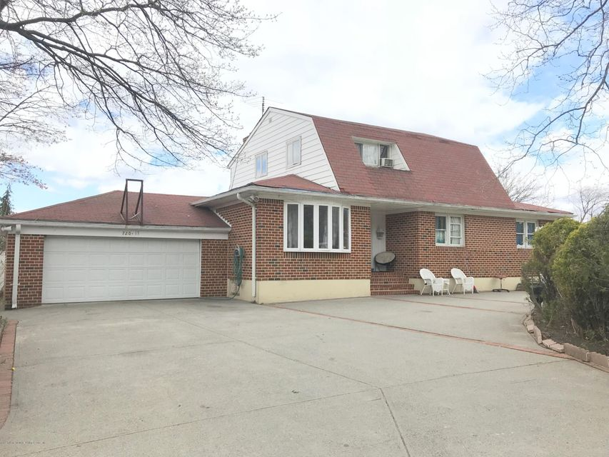 Single Family - Detached in Todt Hill - 17 Witteman Place  Staten Island, NY 10301
