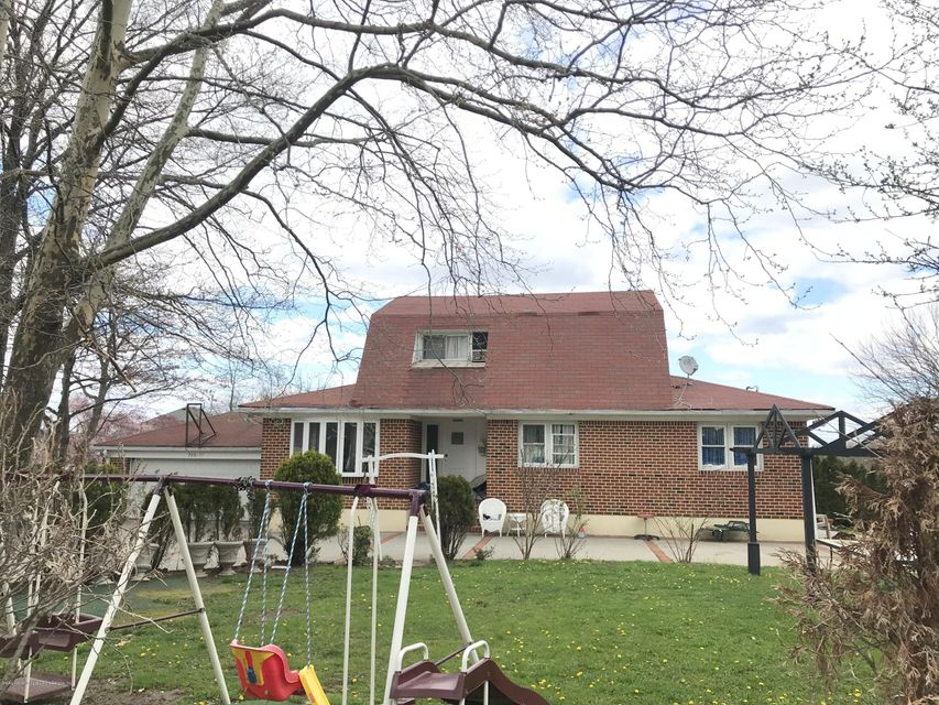 Single Family - Detached 17 Witteman Place  Staten Island, NY 10301, MLS-1119727-2
