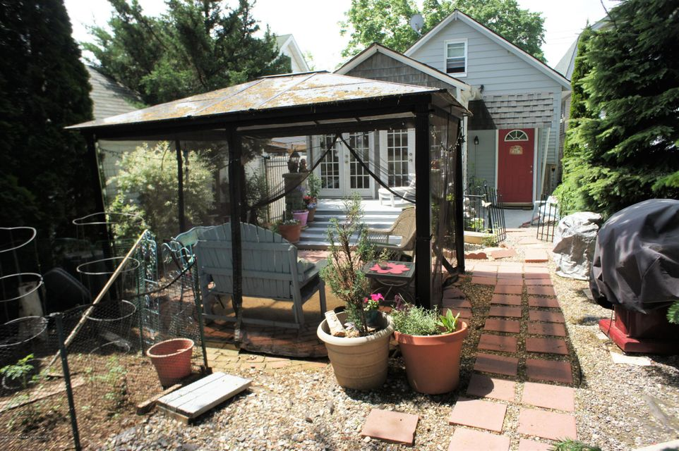Single Family - Detached 19 Midland Avenue  Staten Island, NY 10306, MLS-1119720-29