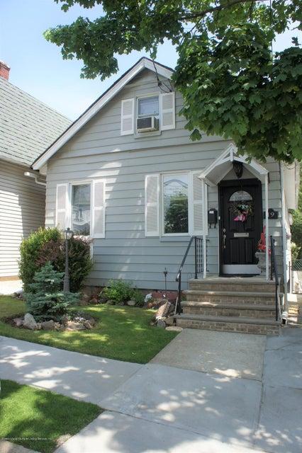 Single Family - Detached in Grant City - 19 Midland Avenue  Staten Island, NY 10306