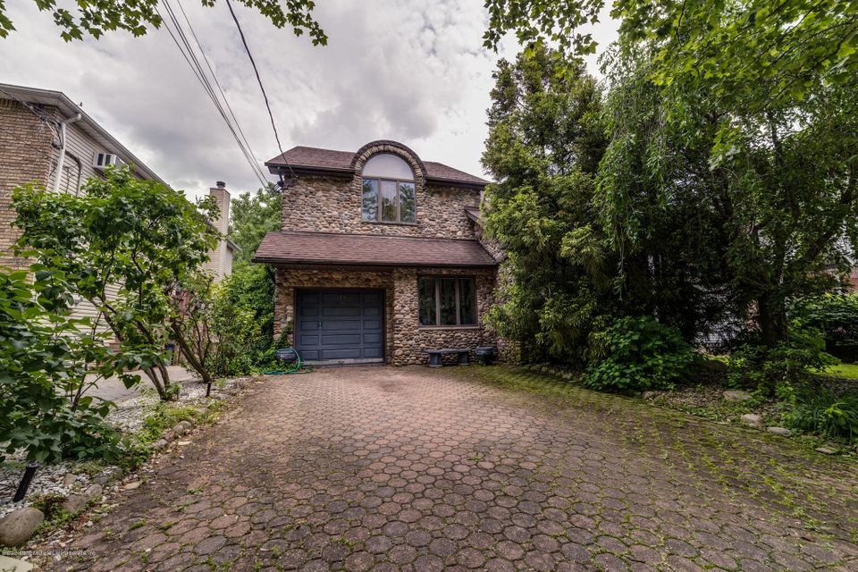 Single Family - Detached in Princes Bay - 141 Goff Avenue  Staten Island, NY 10309