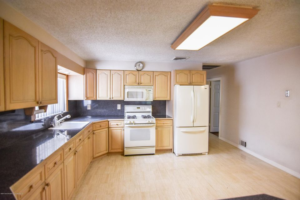 Two Family - Detached 46 Plymouth Road  Staten Island, NY 10314, MLS-1120005-16