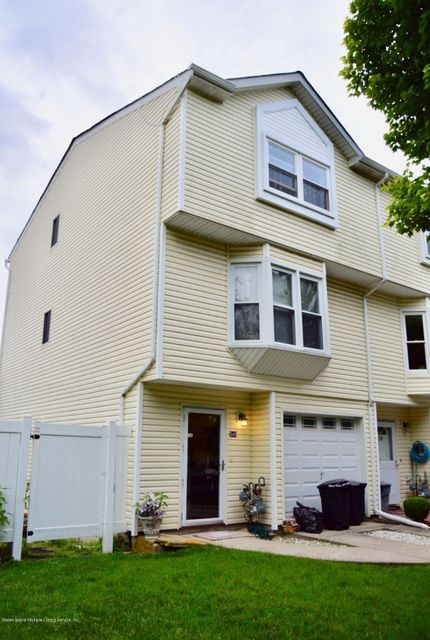 Condo in Dongan Hills- Below Hylan - 540 Dongan Hills Avenue  Staten Island, NY 10305