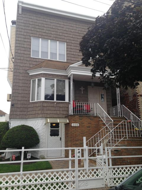 Two Family - Detached in Rosebank - 226 Clifton Avenue  Staten Island, NY 10305