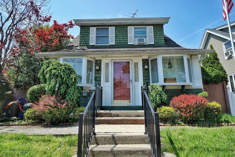Single Family - Detached in Midland Beach - 482 Greeley Avenue  Staten Island, NY 10306