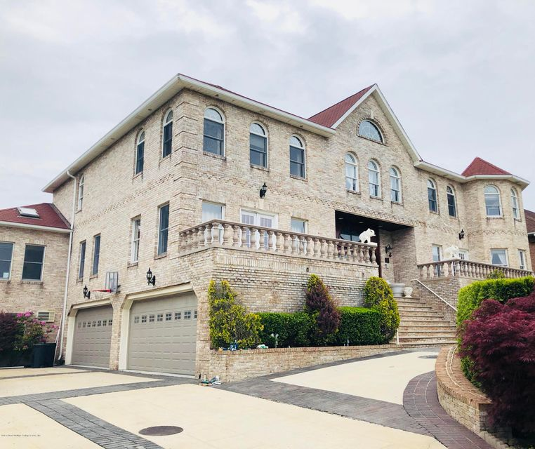 Single Family - Detached in S.E. Annadale - 15 Nicolosi Loop  Staten Island, NY 10312