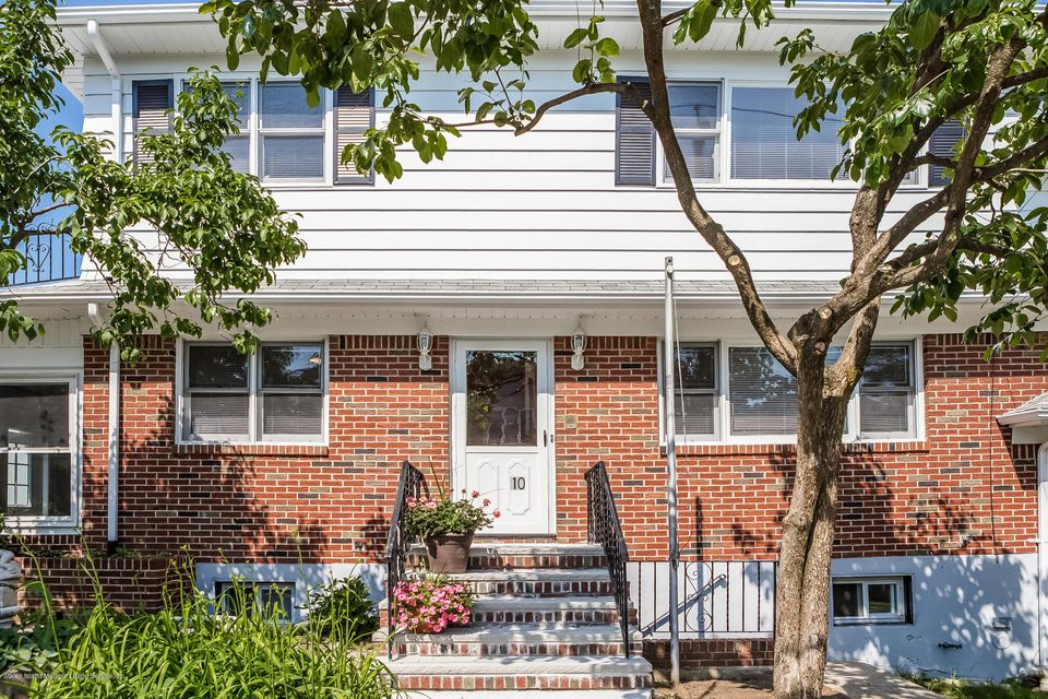 Single Family - Semi-Attached in Silver Lake - 10 University Place  Staten Island, NY 10301