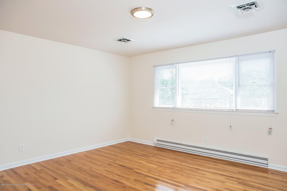 Single Family - Semi-Attached 10 University Place  Staten Island, NY 10301, MLS-1120177-20