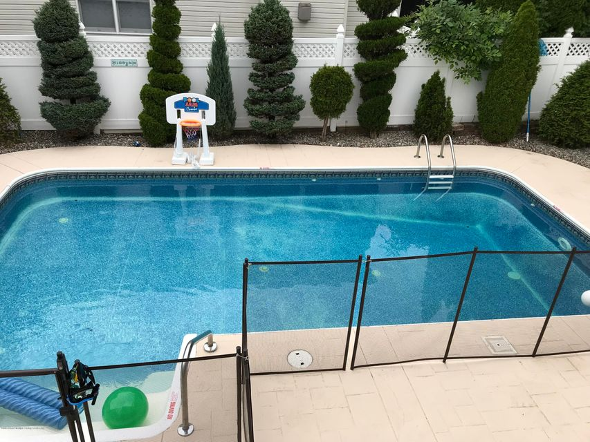 Two Family - Detached 185 Woodvale Avenue  Staten Island, NY 10309, MLS-1120200-31