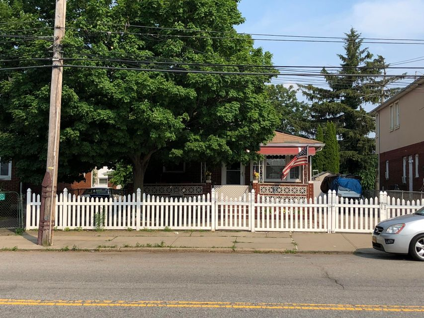 Single Family - Detached 72 Mill Road  Staten Island, NY 10306, MLS-1120294-2