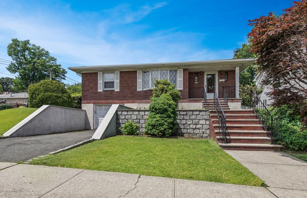 Single Family - Detached in Westerleigh - 542 Woolley Avenue  Staten Island, NY 10314