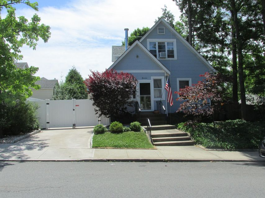 Single Family - Detached in Great Kills - 14 Margaret Street  Staten Island, NY 10308