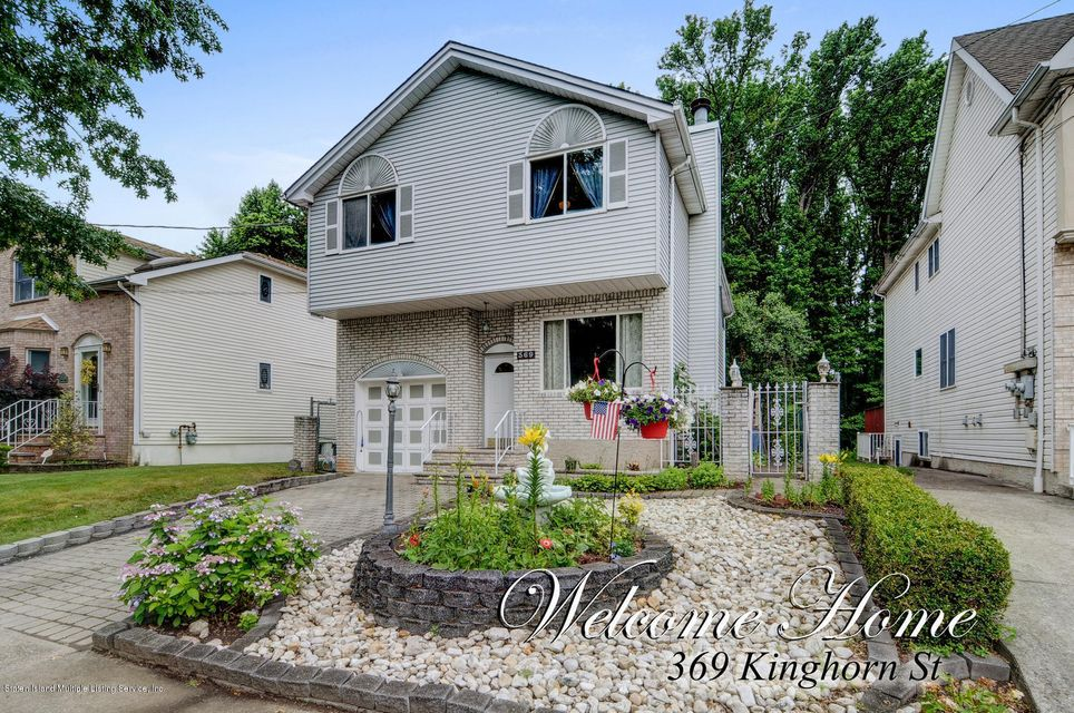 Single Family - Detached in S.E. Annadale - 369 Kinghorn Street  Staten Island, NY 10312