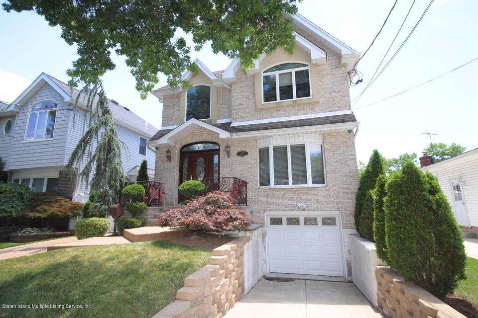 Single Family - Detached in Richmond Town - 176 Wolverine Street  Staten Island, NY 10306