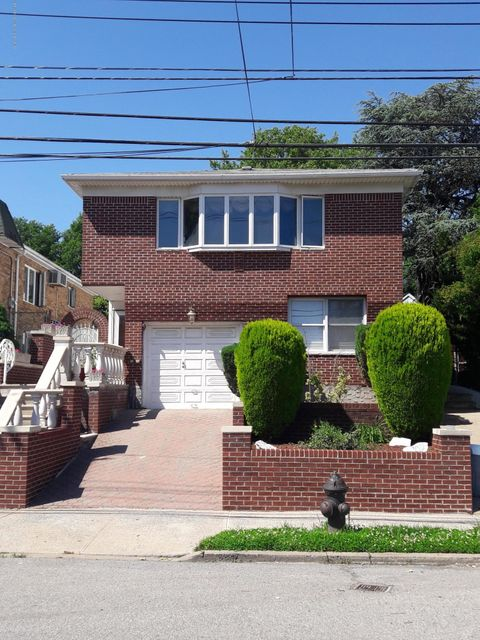 Two Family - Detached in Oakwood - 49 Windemere Avenue  Staten Island, NY 10306