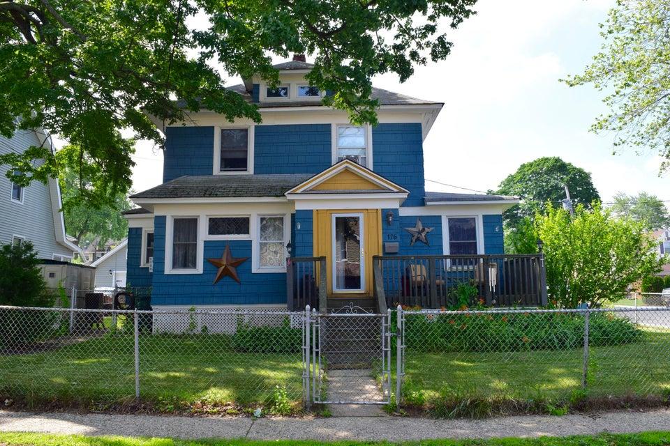 Single Family - Detached in Castletn Corner - 176 Drake Avenue  Staten Island, NY 10314
