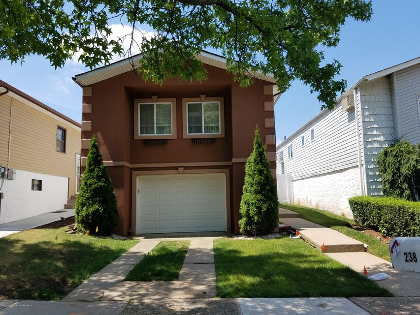 Single Family - Detached in Great Kills - 238 Tanglewood Drive  Staten Island, NY 10308