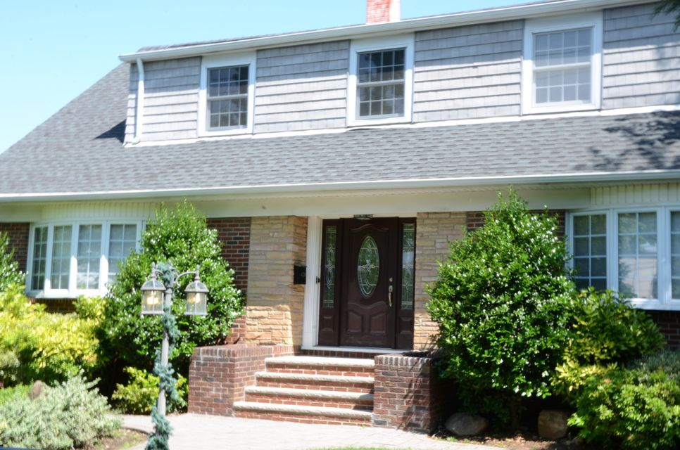 Two Family - Detached in Castletn Corner - 1545 Victory Boulevard  Staten Island, NY 10314