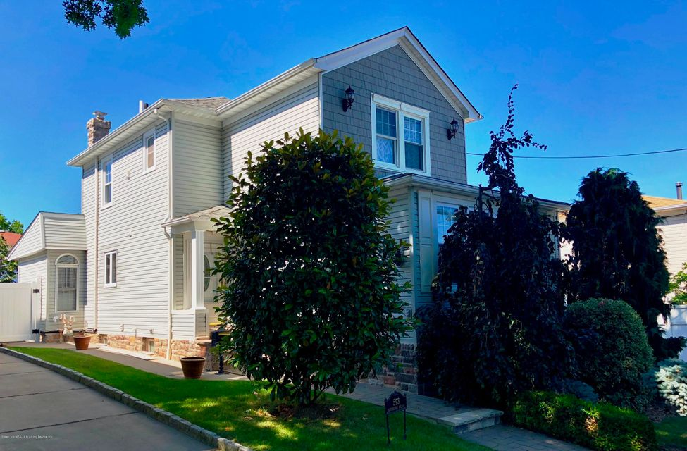 Single Family - Detached in Huguenot - 593 Rensselaer Avenue  Staten Island, NY 10312