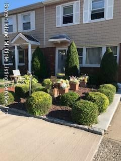 Single Family - Attached in Oakwood - 62 Windemere Road   Staten Island, NY 10306