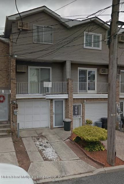 Single Family - Attached in Shore Acres - 25 Dayna Drive  Staten Island, NY 10305