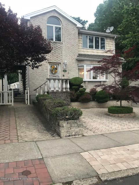 Single Family - Detached in Grasmere - 55 Leslie Avenue  Staten Island, NY 10305