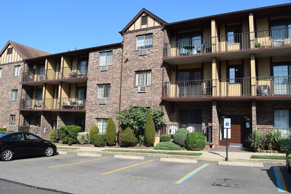 Condo in Heartland Village - 20 Donna Court 5  Staten Island, NY 10314
